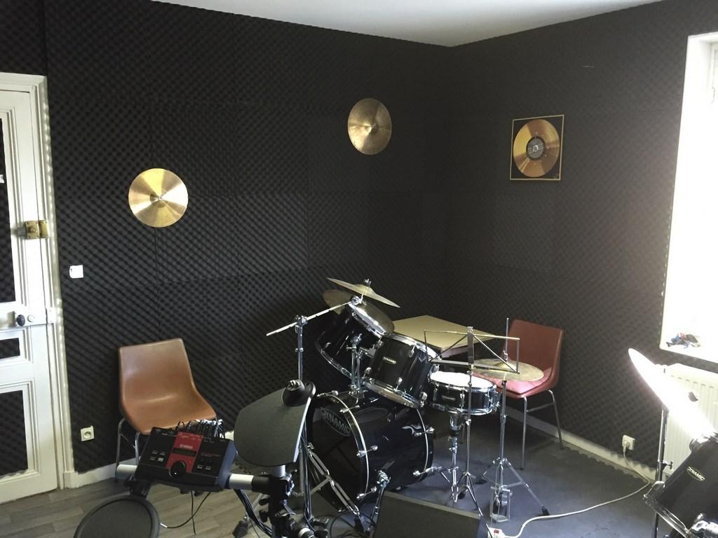 musique. Black Bedroom Furniture Sets. Home Design Ideas